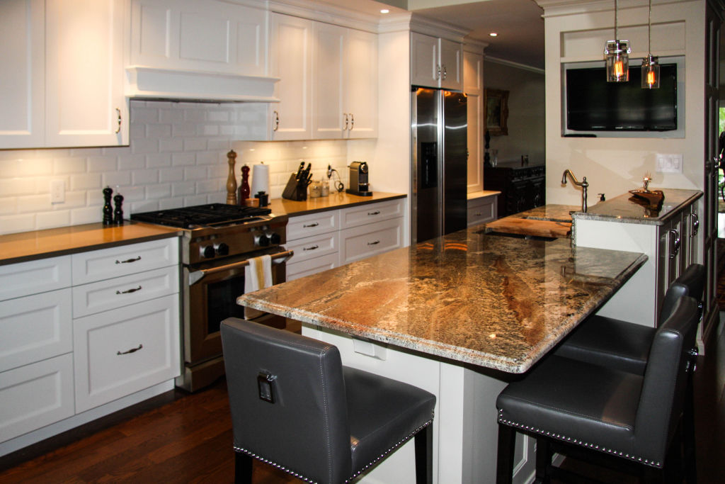 Traditional galley style kitchen woodecor quality for Traditional galley kitchens
