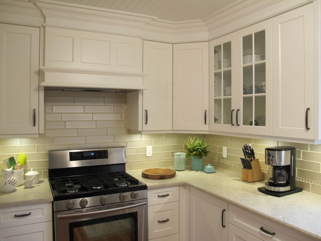 Traditional painted galley kitchen woodecor quality for Traditional galley kitchens