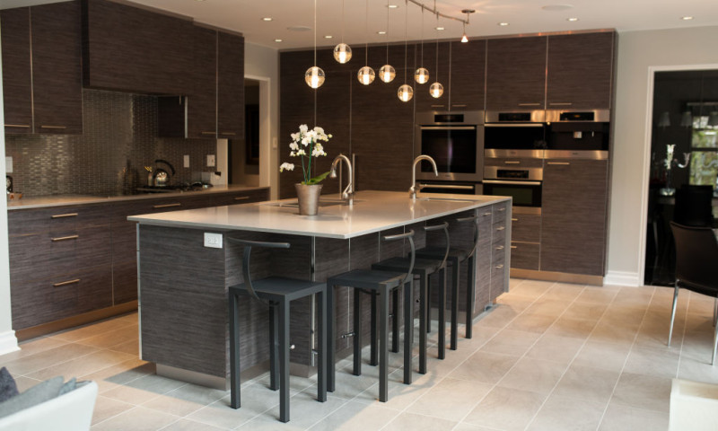 Modern Woodgrain Kitchen with Contrasting Edge Tape